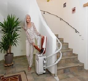 ανελκυστήρας_σκάλας_με_κάθισμα